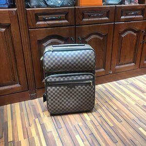 Louis Vuitton   路易威登旅行箱