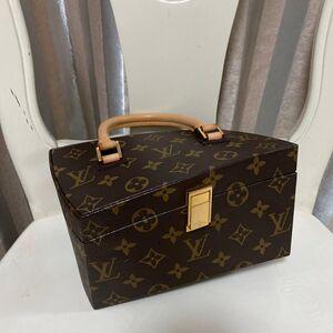 Louis Vuitton  路易威登扭曲盒子单肩包