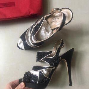 Valentino 华伦天奴高跟黑色钻鞋
