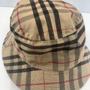 Burberry 博柏利战马格渔夫帽