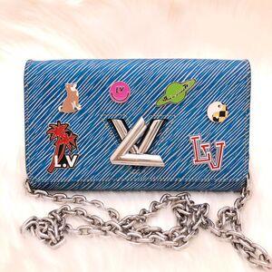 Louis Vuitton限量19年款徽章水波纹旋转扣WOC单肩包
