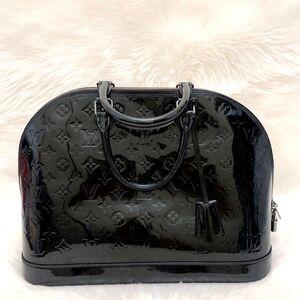 Louis Vuitton黑色漆皮Alma大号贝壳包