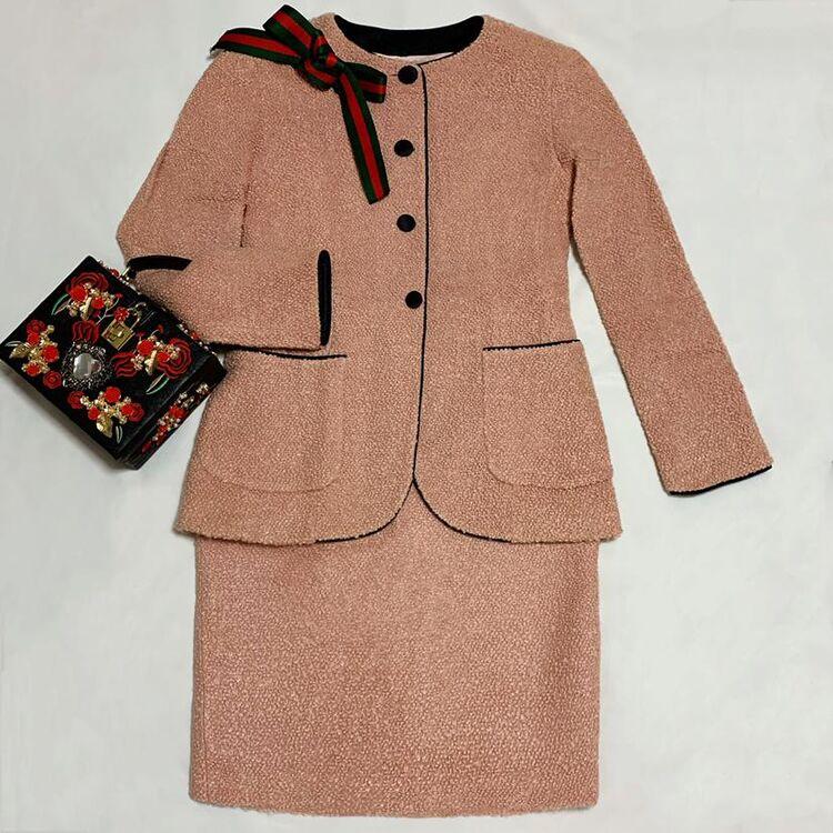 FENDI 芬迪限量款粉色立体颗粒卷毛绒拼黑丝绒羊毛西服半裙套装