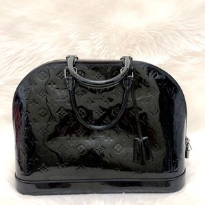 Louis Vuitton  路易威登黑色漆皮Alma大号贝壳包