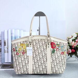 Dior 迪奥女士限量版绣花帆布配皮大号菜篮手提包