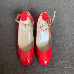 Valentino 华伦天奴正红色漆皮中跟鞋