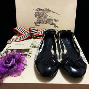 Burberry博柏利 经典战马格纹拼黑漆皮圆头浅口蛋卷平底休闲鞋