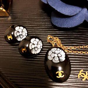 CHANEL香奈儿珐琅彩山茶花黑金耳夹+锁骨链套装