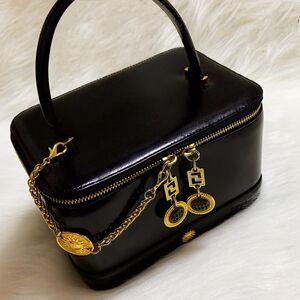 Versace 范思哲太阳神限量款重工流苏徽章黑金十字纹牛皮拉链款箱式手提化妆包