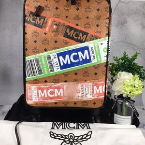MCM 经典大logo印花万向轮旅行箱