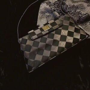 GIVENCHY纪梵希黑银色菱形棋盘格纹女士单肩包