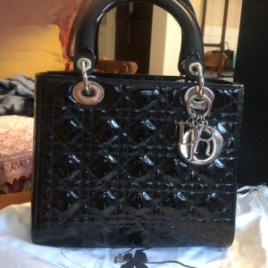Dior迪奥黑色漆皮戴妃手提包