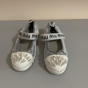 Miu Miu女士平底鞋
