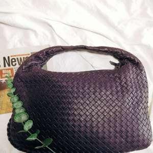 Bottega Veneta葆蝶家高级紫色和尚中古包