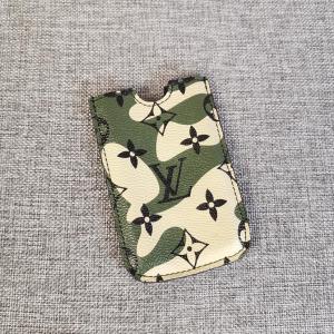 Louis Vuitton路易·威登限量版村上隆迷彩手机包