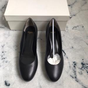 FENDI芬迪女士低/中跟鞋