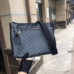 Louis Vuitton男士单肩包