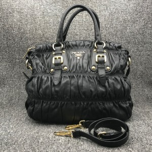 PRADA普拉达黑色女士手提包