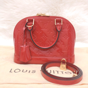 Louis Vuitton路易·威登正红色漆皮alma bb贝壳单肩包