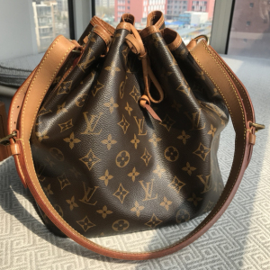 Louis Vuitton女士单肩包