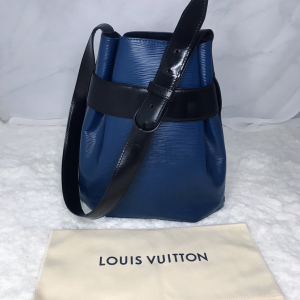 Louis Vuitton单肩包水波纹牛皮