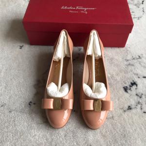 Ferragamo女士低跟鞋