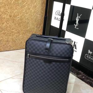 Louis Vuitton旅行箱