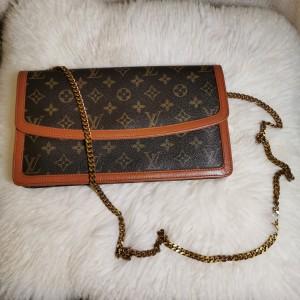 Louis Vuitton 路易·威登红皮翻盖手拿单肩包