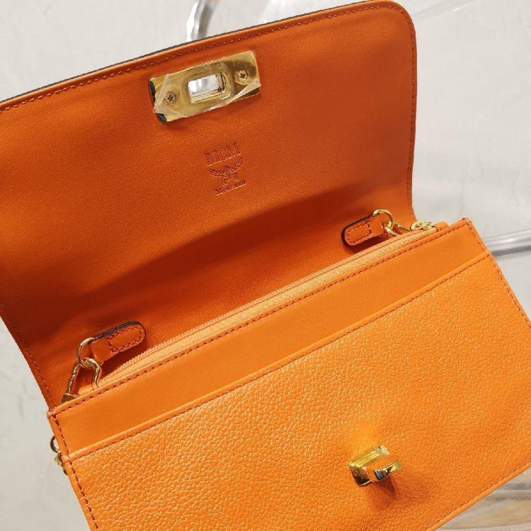 MCMMCM女士橙色桔色铆钉woc斜挎单肩包
