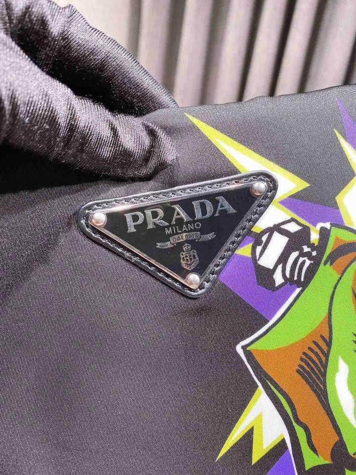 PRADA普拉达女士手包