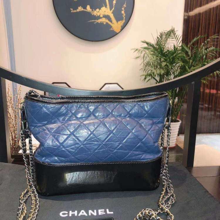 CHANEL香奈儿女士单肩包中号蓝拼黑色流浪包