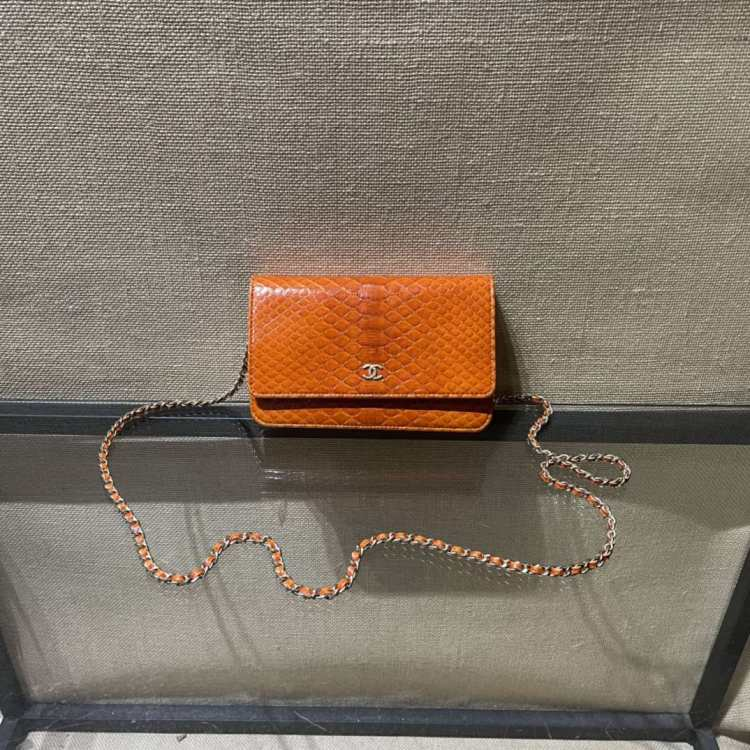 CHANEL香奈儿女士单肩包Chanelwoc橘色蛇皮链条包